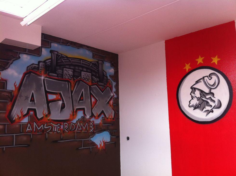Ajax Slaapkamer Spullen : Voetbalspullen slaapkamer: janne surfing art tags graffiti mural